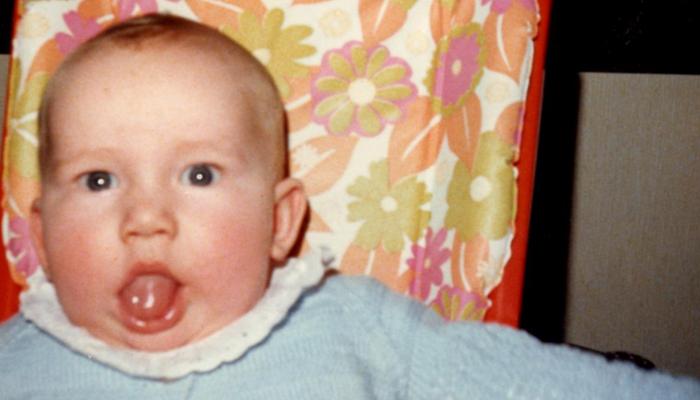 Dette er et illustrasjonsbilde. Av meg. Som liten. Med tungen til tørk.