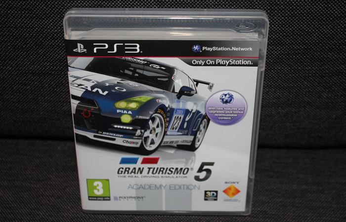 Gran Turismo 5 kjøpte jeg meg i England. Kostet knappe 150 kroner, og det er det verdt. Og jeg som ikke har lappen en gang ... :)