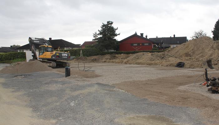 TOMT: Rett frem og midt på dette bildet kommer forhåpentligvis huset som blir vårt nye hjem.