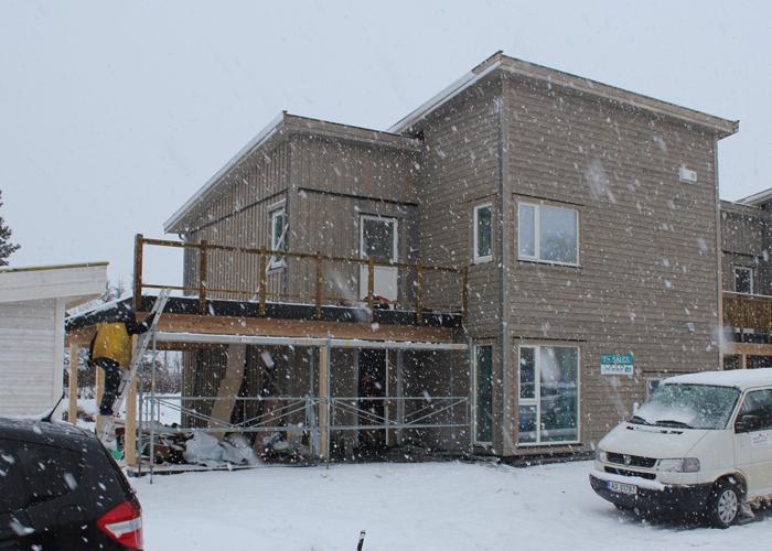 VÅRT NYE HJEM: Slik så det ut klokken 13 i dag - i snøværet fra helvete.