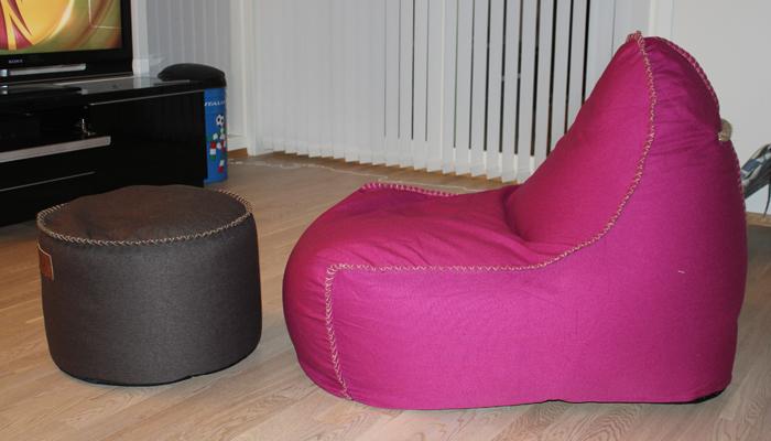 FARGERIKT: Den ble kanskje litt vel fargerik, men gjorde seg godt i stuen vår. (Klikk på bildet for å lese mer om Sack it).