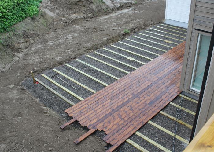 bygge terrasse på bakken