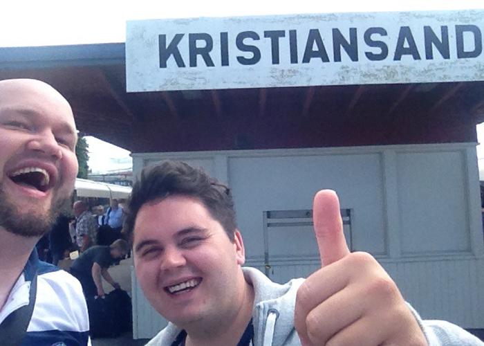 GLADE GUTTER: På tur til Kristiansand.