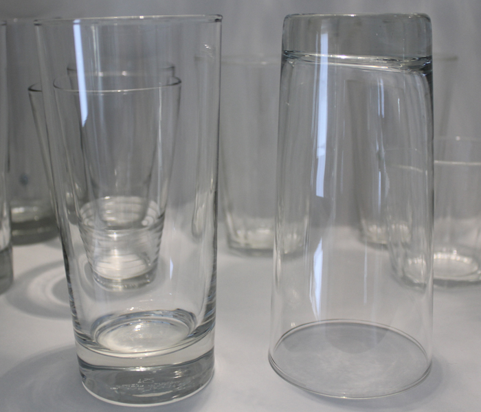 HVILKEN VEI: Hvordan setter du glassene i skapet?