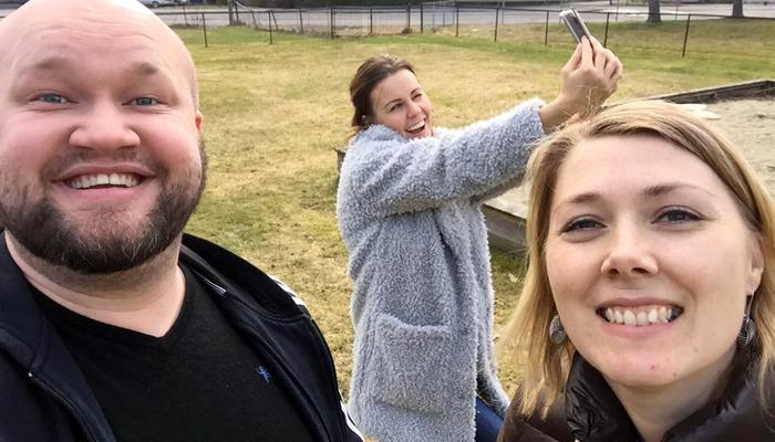 SELFIE: Jeg og Tove tok selfie og fikk med en som også tok selfie. Og sånn går no dagan.